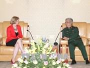 越南国防部副部阮志咏会见新西兰驻越南大使温迪马修斯