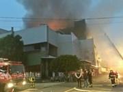 台湾桃园一工厂发生大火  尚无越南工人伤亡报告