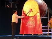 2018年越南乂安省炉门旅游节开幕  王廷惠出席并击鼓