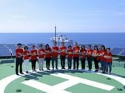 旅居世界24个国家的越侨走访慰问长沙群岛和DK1海上高脚屋军民