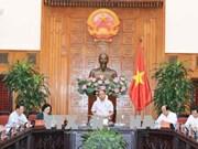 越南政府总理阮春福就适应自然灾害的农村发展项目同西北地区六省领导代表进行讨论