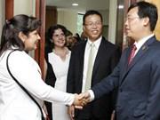 越古两国青年加强合作