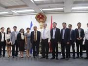 胡志明市市委书记阮善仁走访越南驻以色列大使馆