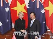 越南政府副总理兼外长范平明与澳大利亚外长朱莉·毕晓普举行会谈