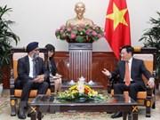 越南政府副总理兼外交部长范平明会见加拿大国防部长