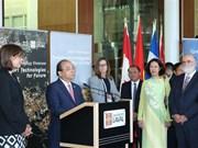 政府总理阮春福出席加拿大拉瓦尔大学智能技术展示活动