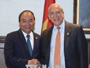 政府总理阮春福会见加拿大前总理让·克雷蒂安和经合组织秘书长