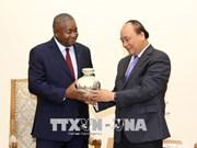 越南政府总理阮春福会见莫桑比克新任驻越大使