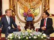 越南政府副总理兼外长范平明会见世界经济论坛执行董事博尔格·布伦德