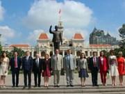 胡志明市与圣彼得堡市加强交流合作