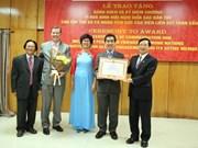 """全球参与研究院个人和集体荣获""""致力于各民族和平友谊""""纪念章"""