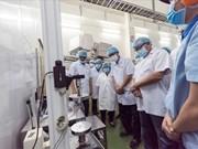 菲律宾贸易部代表团访问越南URC工厂