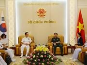 越南人民军总参谋长潘文江上将会见韩国海军参谋总长严贤圣一行