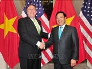 越南政府副总理兼外长范平明与美国国务卿举行会谈