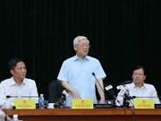 越共中央总书记阮富仲与工贸部党组干事会举行工作会谈