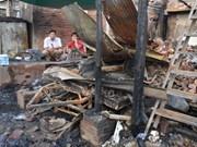 越南领导人向旅居柬埔寨越南火灾灾民致慰问电