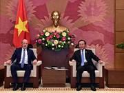 越南国会副主席冯国显会见澳大利亚议员代表团