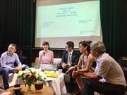 越南与智利当代艺术圆桌座谈会在河内举行