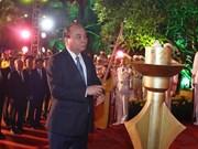 越南政府总理阮春福在河内山西烈士陵园进香
