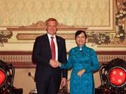 胡志明市领导会见澳大利亚众议院议长托尼