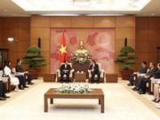 越日议员友好小组主席范明正会见日本湄公河议员联盟主席盐谷立