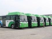 越南首都河内首批天然气驱动的公共汽车8月1日开始投入试运行