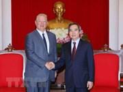 越共中央经济委员会主任阮文平会见美国前副总统阿尔·戈尔