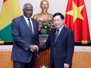 越南政府副总理兼外交部长范平明会见几内亚外交和海外侨民部长杜尔