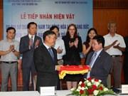 越南驻德国大使馆将18件古董送回祖国
