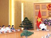 阮春福与总理经济顾问小组举行工作会议
