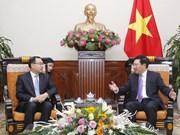 越南政府副总理兼外长范平明会见中国重庆市长唐良智