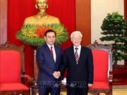 阮富仲会见老挝建国阵线中央委员会代表团
