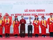 国会主席阮氏金银出席胡志明市黎洪峰重点高中开学典礼