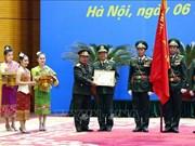越南人民军集体和个人荣获老挝国家和国防部的勋章