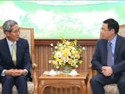 越南政府副总理王廷惠会见韩国国民银行董事长兼首席执行官