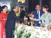 WEF ASEAN 2018: 政府总理阮春福和夫人出席2018年世界经济论坛东盟峰会欢迎晚宴