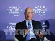 越南科技部长周玉英会见世界经济论坛执行主席施瓦布