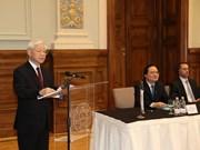 越共中央总书记阮富仲出席第二次越匈高校校长会议