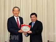 胡志明市人民委员会主席阮成锋会见韩国产业联盟主席