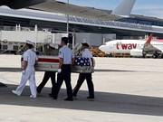 在越战争期间失踪的美国军人遗骸归国仪式在岘港市国际机场举行
