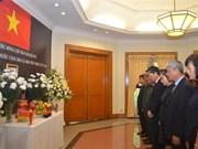 越南驻外大使馆为陈大光主席举行吊唁仪式 东盟秘书处下半旗致哀