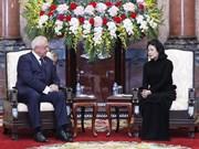 越南国家代主席邓氏玉盛会见白俄罗斯上议院议长米亚斯尼科维奇