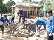 各职能机构同灾区居民携手努力克服洪灾后果