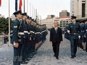 越南常驻联合国代表团为原越共中央总书记杜梅举行吊唁仪式并设置吊唁簿
