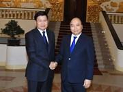 越南政府总理阮春福会见老挝政府总理