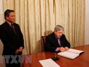 越南驻阿尔及利亚大使馆举行原越共中央总书记杜梅吊唁仪式