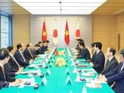 政府总理阮春福与日本首相安倍晋三举行会谈