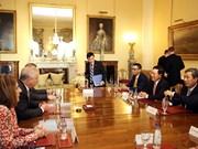 政府副总理兼外长范平明圆满结束对英国的正式访问