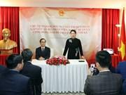 阮氏金银亲切会见越南驻土耳其大使馆工作人员和旅土越南人社群