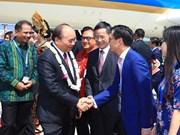 越南政府总理阮春福抵达印尼 出席东盟领导人见面会